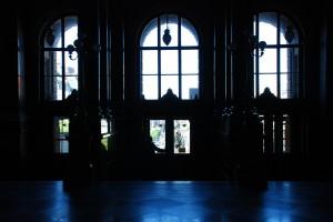 Westybul Starego Gmachu Muzeum. Zadrzwiami Plac Wacława