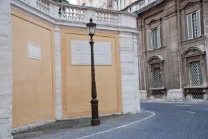 Miejsce ukrzyżowania św.Piotra. Mijamy je, idąc doArchiwum