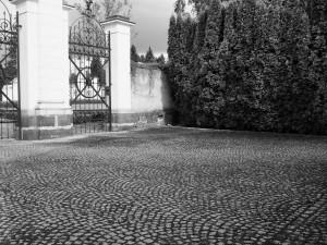 Droga - brama. Cmentarz żydowski. Opawa