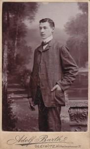 Portret młodego mężczyzny, lata 90-te XIX wieku, Gleiwitz, Atelier A. Barth