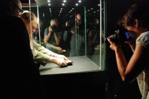 Figurka Wenus ląduje wwitrynie muzealnej wOpawie (4.07. 2014)