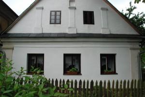 Jeden z najstarszych domów z poczatku kolonizacji. Po renowacji (2014)