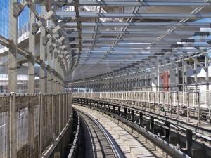 W klatce? Nie w bezzałogowym pociągu Yurikamome. Tokyo / In a cage? No, on the board of unmanned train Yurikamome, Tokyo