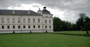 Pałac wKravare. Widok odstrony parku
