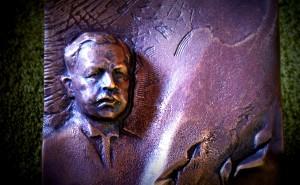 Podobizna Wojciecha Korfantego; fragment stauetki - nagrody jego imienia (2013 r.)  (Autor rzeźby. B.Chromy)
