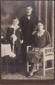 Zdjęcie komunijne zpoczątku XX wieku. Atelier Smolla, Lipiny, Górny Śląsk