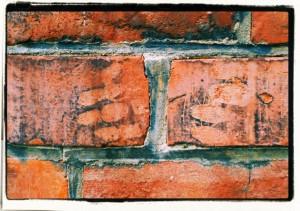 Fingerprints / Odciski ( ściana dawnego domu synagogalnego wOpawie)