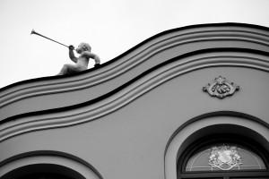 Nie skrzypek, lecz anioł na dachu... gra (d. hotel City na Wałowej)