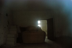 Prywatny dom modlitwy (widziane przez okno). Nowy Sącz
