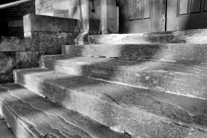 Cienie (schody kościoła św.Jana Chrzciciela, Sudice 2015)