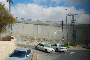 Mur / Wall (on the Israeli-Palestinian Border; illegal photo since the tourists are discouraged to take any)