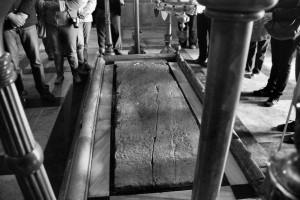 Sacrum - profanum (kamień namaszczenia) (Bazylika Grobu Bożego, Jerozolima, 2013)
