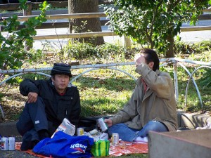 Two men and sacura (in the background) (Tokio, 2007)