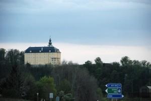 Zamek (Fulnek) widziany zdrogi do...
