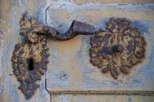Detal (drzwi dokościoła Najświętszej Trójcy, Fulnek, 2015)