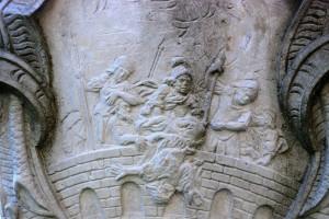 Codzienne męczenstwo sv. Nepomuka (św.Nepomucena, Fulnek; kolumna figury nawzgórzu kościelnym)