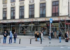 Naród buduje... Znowu ?! (Warszawa, róg Aleje Jerozolimskie / Nowy Świat, kwiecień 2015 r.)