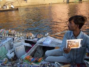 Sklep rzeczny / River shop  (Varanasi, India)