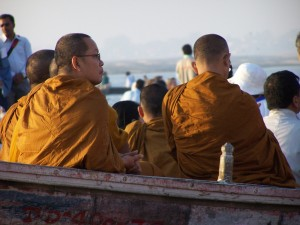 Buddyjscy mnisi / Buddhist monks (Varanasi, India)
