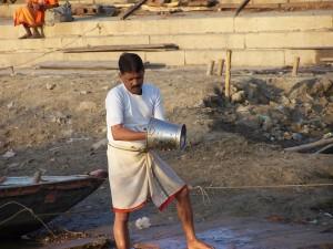 Czyszczenie / Cleaning the basket (Varanasi)