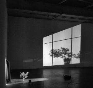 """Interpretacja 1 (napodstawie instalacji Ulricha Vogla, """"Okno. Katowice"""", w: Rondo Sztuki, Katowice, maj 2015)"""