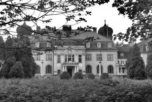 Pałac wBrynku (elewacja odstrony podjazdu) / Schloss Brynnek (Hauptfasade)