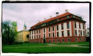 Pałac w Kuninie. (Widok z parku, 2015)