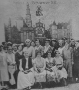 """Zdjęcie pamiątkowe zJasnej Góry (1932). Grupa zŁazisk Górnych (Agencja """"Polonia"""")"""