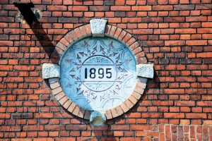 Data (na ścianie dawnej elektrowni Huty Królewskiej)