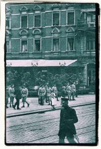 Żołnierze francuscy naWilhelmstrasse wGliwicach (Gleiwitz). Prawdopodobnie marzec 1921r. (zbiory własne; fragment)
