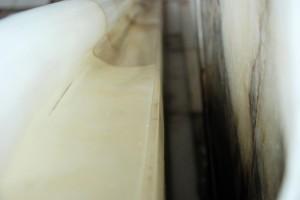 Alabaster imarmur (detal okładzin balustrady iklatki schodowej, PATRIA, stan 2015r.)