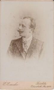 Mężczyzna zatelier Pana Encke (zbiory własne L. Jodliński)
