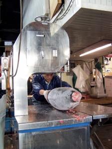 Krojenie tusz tuńczyka (Tokio, giełda)