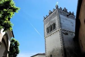 Niebo nadKieżmarkiem (fragment otoczenia bazyliki zrenesansową dzwonnicą, stan 2015)