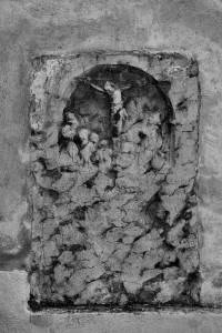 Ukrzyżowanie (relief naścianie kościoła NMP wPodolińcu)