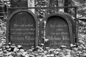 Cisza / Tablice (Cmentarz żydowski naPenzlauer Berg, Berlin)