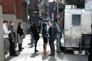 W kolejce dofood trucka / Line tofood truck (Dolny Manhattan)