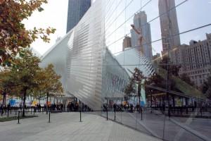 Fallen bird / Upadły ptak (WTC HUB (l.) i9/11 Museum (r.)