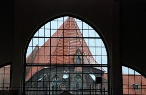 Widok /View (Wrocław) [Zabudowania katedry św. Wincentego widziane z hali targowej]