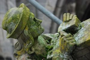 Murarz (fragment rzeźby; 's Hertogenbosch, Katedra św.Jana)