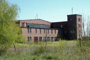 Bauhaus (dawne koszary nadJeziorem Jamno)
