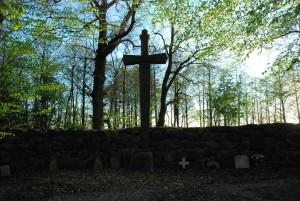 Miecz (Pomnik poległych w Wojnie Światowej; Osieki)