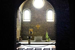 Światło (2) Fragment chóru kościoła trapistów wTamié  (Sabaudia)