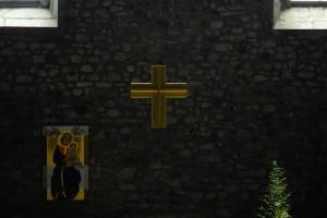 Światło (krzyż ołtarzowy kościoła trapistów wTaime)