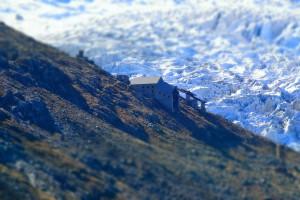 Faktura lodowca. Opuszczona stacja