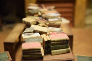 Książki (fragm. instalacji biblioteka, Muzeum Miniatur i Kina, Lyon)